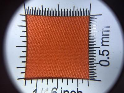 Zdjęcie przedstawia art. 1105U, elanobawełna (80% poliester, 20% poliester, gramatura 240 g/m2, szerokość 150 cm) w kolorze pomarańczowym (nr. 2894) w przybliżeniu, pod lupą, ukazanie struktury tkaniny.
