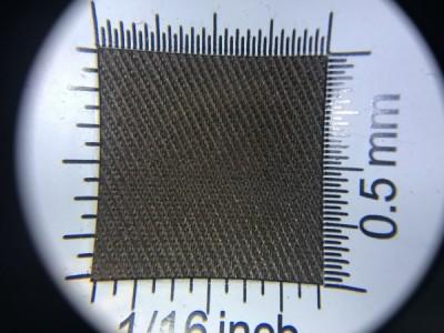 Zdjęcie przedstawia art. 1105U, elanobawełna (80% poliester, 20% poliester, gramatura 240 g/m2, szerokość 150 cm) w kolorze brązowym (nr. 4093) w przybliżeniu, pod lupą.