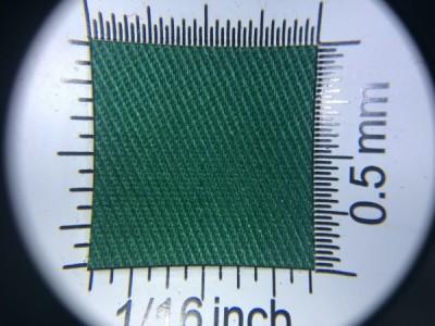 Zdjęcie przedstawia art. 1105U, elanobawełna (80% poliester, 20% poliester, gramatura 240 g/m2, szerokość 150 cm) w kolorze zielonym (nr. 6032) w przybliżeniu, pod lupą.