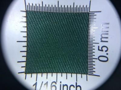 Zdjęcie przedstawia art. 1105U, elanobawełna (80% poliester, 20% poliester, gramatura 240 g/m2, szerokość 150 cm) w kolorze zielonym (nr. 6520) w przybliżeniu, pod lupą.